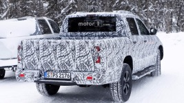 2018-mercedes-x-class-new-spy-photo-3