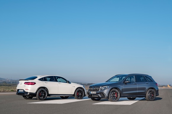 Mercedes-AMG GLC 63 S 4MATIC+ Coupé, designo diamantweiß bright; Mercedes-AMG GLC 63 S 4MATIC+, selenitgrau ;Kraftstoffverbrauch kombiniert: 10,7 l/100 km; CO2-Emissionen kombiniert: 244 g/km Mercedes-AMG GLC 63 S 4MATIC+ Coupé, designo diamond white bright ; Mercedes-AMG GLC 63 S 4MATIC+, selenite grey; Fuel consumption combined: 10.7 l/100 km; combined CO2 emissions: 244 g/km