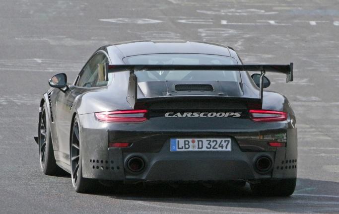 2018-Porsche-911-GT2-RS-Track 11