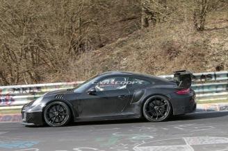 2018-Porsche-911-GT2-RS-Track 6